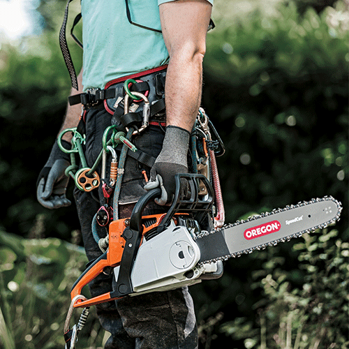 Man holding chainsaw with SpeedCut Guide Bar